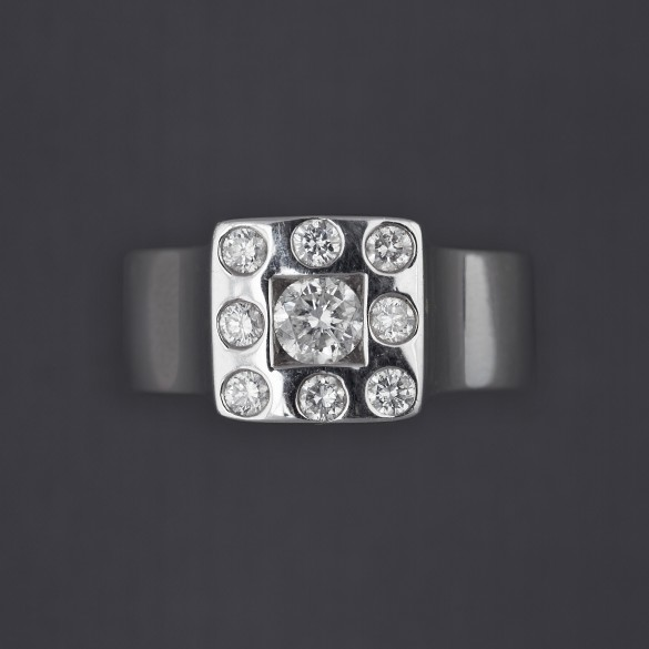 Bague or gris entourage diamants